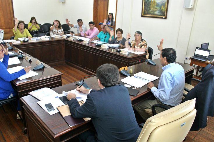 Nuevo COSOC de Curicó sesionó este miércoles -  La asamblea congregó a 13 de los 15 consejeros electos. En la oportunidad la dirección jurídica municipal hizo presentación de las funciones que desempeña este organismo asesor.  Este miércoles 7 de marzo el Consejo Comunal de Organizaciones de la Sociedad Civil (COSOC) tuvo su primera sesión ordinaria luego de las elecciones del pasado 16 de octubre y de ser asumido el jueves 21 de diciembre del 2017.  El COSOC está compuesto por 15 consejeros…