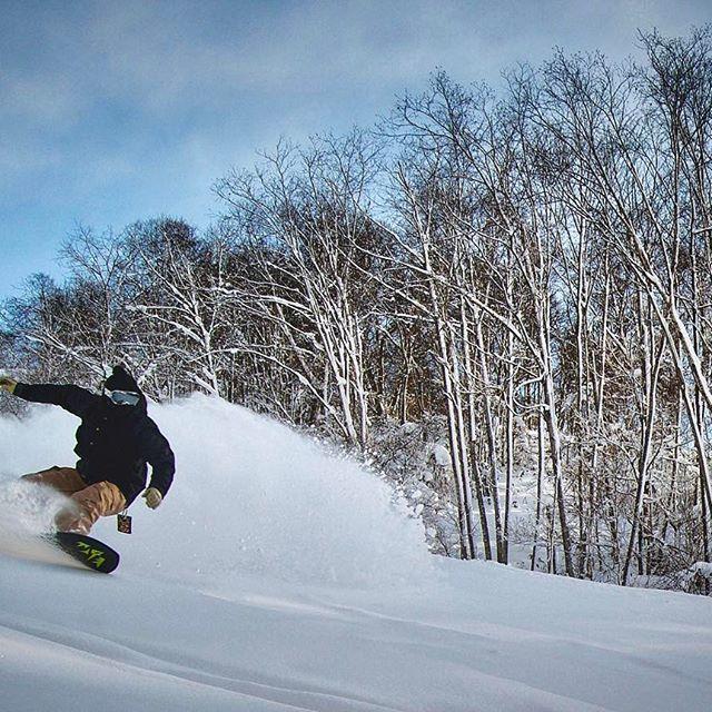 【kei.mt.vibes】さんのInstagramをピンしています。 《#snowboard#snowboarding#jones#jonessnowboards#jonesstormchaser#nikon#D7000#nikonD7000#powder#powdersnow#POC#snow#sky#nature#forest#clouds#スノーボード#スノーボーディング#パウダースノー#japow#空#雲#雪#自然#森林#ジョーンズスノーボード#ストームチェイサー#⛄️#❄️ 俺じゃないよシリーズ @yachi1ryo  #ピーカン 今日も楽しかったぜ✨》