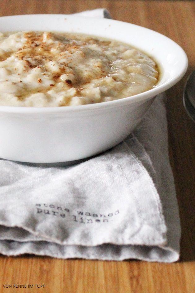 Porridge  100 ml Wasser 200 ml Milch (Kuhmilch, Mandelmilch, ganz nach Geschmack) 50 g zwarte Haferflocken  Für die Süße: etwas Zucker oder Ahornsirup + Zimt