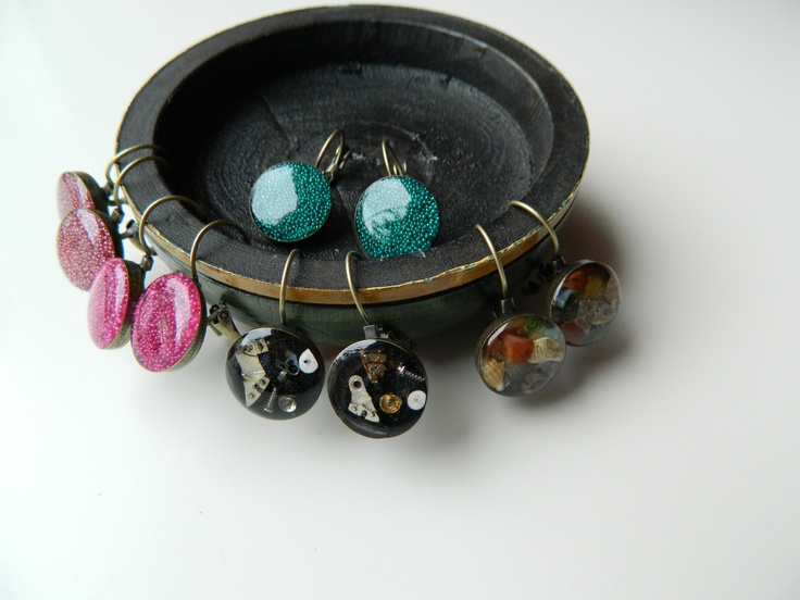 Our new earrings Steampunk, sea shells and tiny turquoise,pink and fuchsia pearls in pure resin!