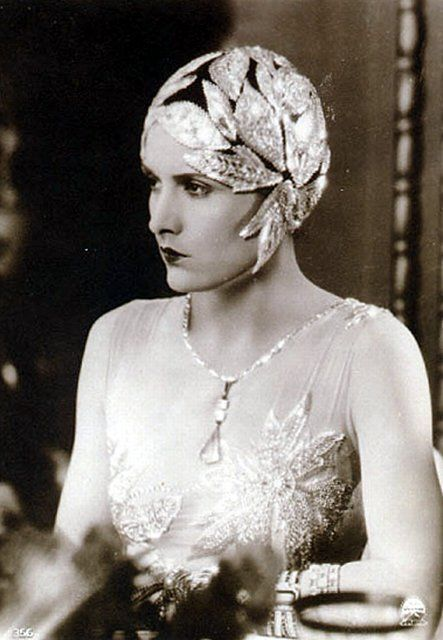 Cloche Cap. 1920s. Accessories are the must have in this decade