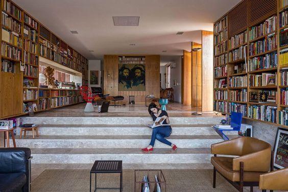 ATRIA Arquitetos, вилла бразилия, бразилия особняки, дизайн одноэтажный дом фото, оформление домашней библиотеки, перфорированное железо: