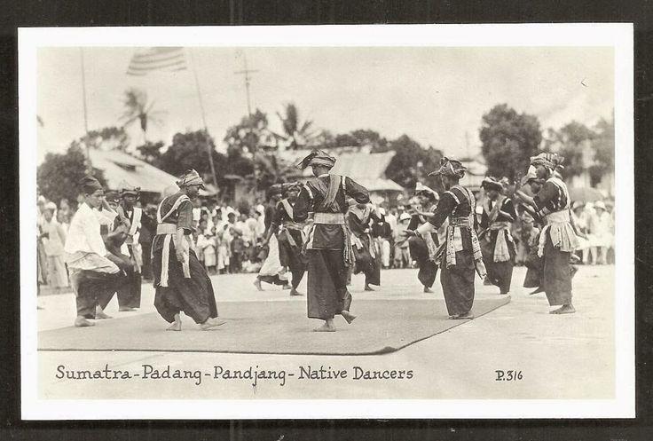 Padang+Pandjang+rppc+Minangkabau+Dancers+Sumatra+Indonesia+30s.JPG (980×663)