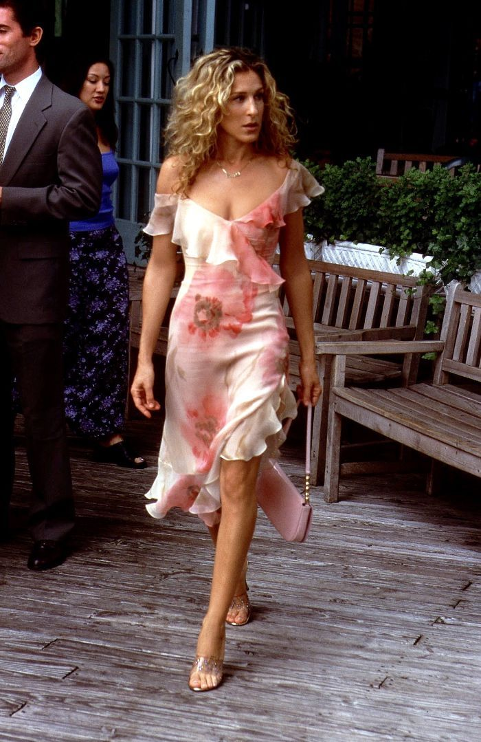 Carrie Bradshaw's style will always be an inspiration. Take a look at the five outfits from Sex and the City we'd still wear during summer 2017.