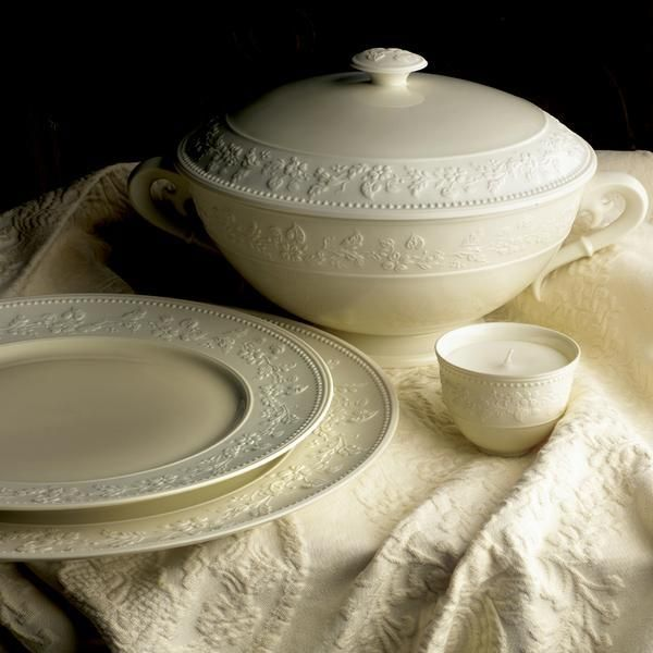 Shop For The Georgia Ivory By J L Coquet Online At Artedona Enjoy Our Personal Service Luxury Brands Luxury Tableware Cream Dinnerware Dinnerware