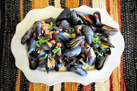 Bacon, jalapeno and lime mussels | The Tingling Tastebuds | Pinterest