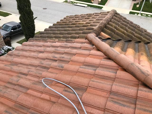 How Can You Not Get Your Roof Pressure Washed When It Can Look Like This Call Today For A Free Estimate And Visit Our Website T Pressure Washing Roof Pressure