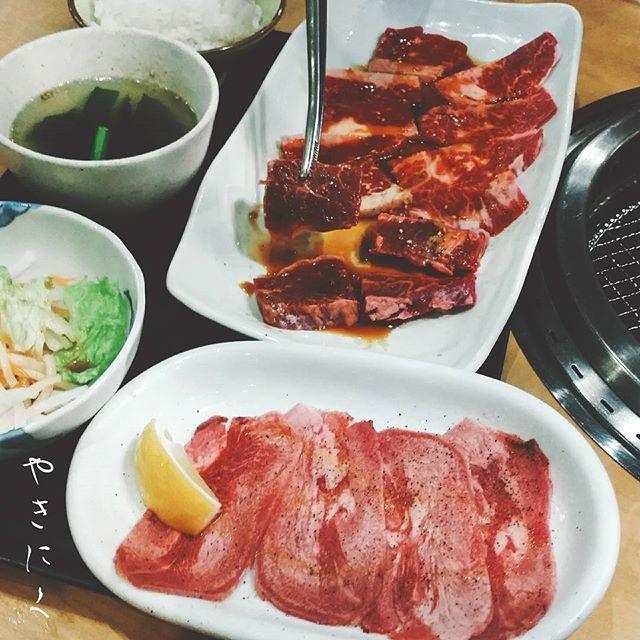 4/18(火)  連日のお肉pic🍗🍖 . . 兄さん(小3)と 二人きりの焼肉ランチおデート。  彼はなぜ、 私と二人きりでご飯に行くと、  横に、私の横に座るのだろう。  向かい側は空席。  なぜ、 なぜなの。  なぜ、恋人座り?  #焼肉#焼き肉#やきにく#焼肉ランチ #bbq#バーベキュー#肉#お肉#肉食 #おひるごはん#昼ごはん#昼食#昼飯 #外食#料理写真#ランチ #飯テロ#デブ活#肉食女子#肉活 #고깃집#タン#カルビ#ロース #ユッケジャンラーメン#ワカメスープ #lunch#beef#meat#food