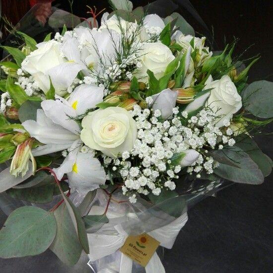 Bouquet de aniversário com flores brancas em www.all-flowers.pt