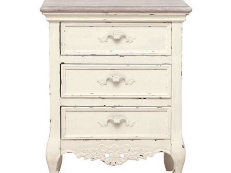 Do you have a piece of furniture that is ready for the junk yard. Well instead of throwing it out why not have a go at upcycling it.   There are many fantastic ways to update your furniture with a range of painting techniques. The latest trend is to Shabby Chic your furniture.