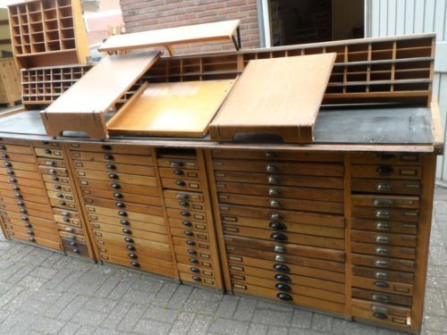 Grosser-Schubladenschrank-Ladentresen-von-einer-Druckerei For sale at Ebay.de for EUR 1.650