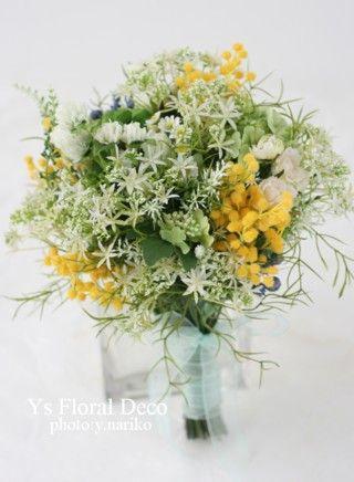 前回の記事の花冠とお揃いでお作りしましたアーティフィシャルフラワーのクラッチブーケです。花冠より黄色の分量を増やすのが、新婦さんのリクエスト。わさわさとし...