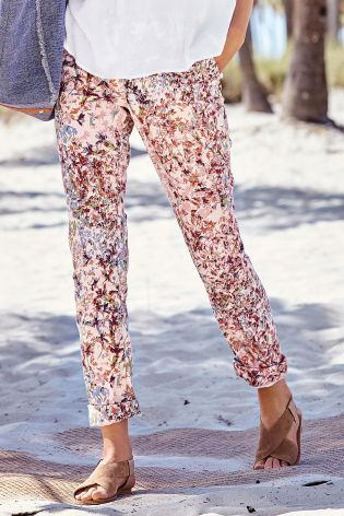 Smart trousers don't need to be boring! Add some floral prints and you're good to go, whether you're on your holidays or off to work!