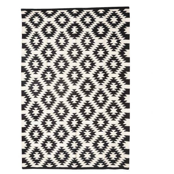 Diamond Black White Rug ($195) ❤ liked on Polyvore featuring home, rugs, weave rug, harlequin rugs, black and white diamond pattern rug, black white rug and woven cotton rugs