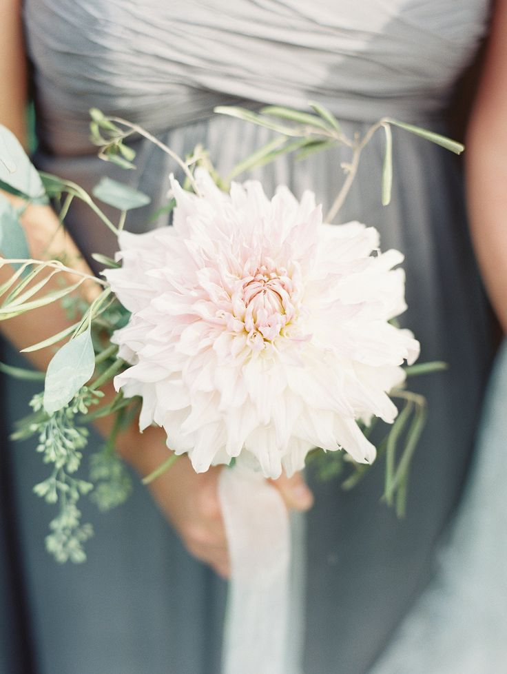 1000 ideas about single flower bouquet on pinterest for Simple fall bridesmaid bouquets