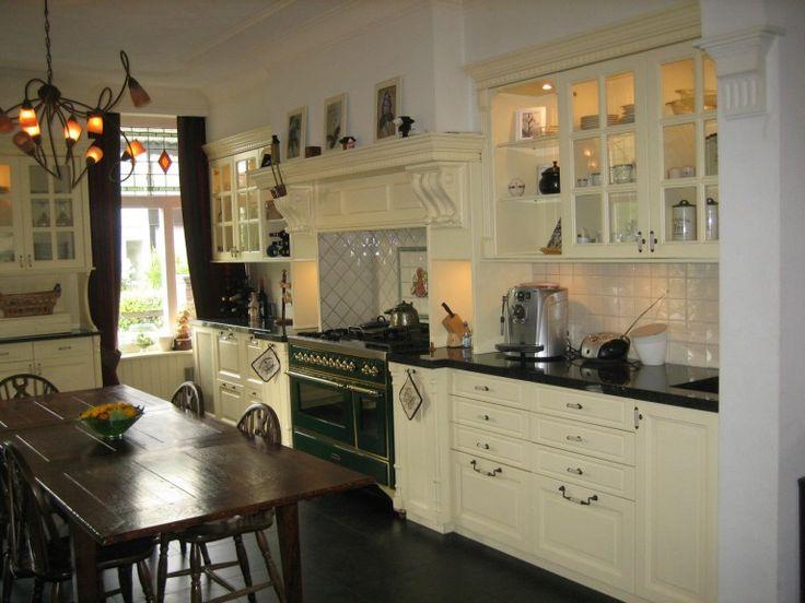 Engelse keuken in Victoriaanse stijl, Romantisch, klassiek, landelijk en authentiek Met een Engelse keuken creëert u een sfeervol huis met een warm karakter.