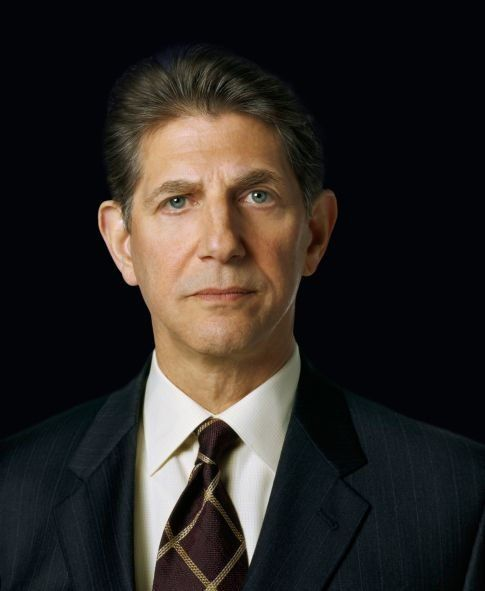 Peter Coyote. Peter was born on 10-10-1941 in Manhattan, New York City, New York as Rachmil Pinchus Ben Mosha Cohon. He is an actor, known for E.T. the Extra-Terrestrial, A Walk to Remember, Sphere, and Bitter Moon.