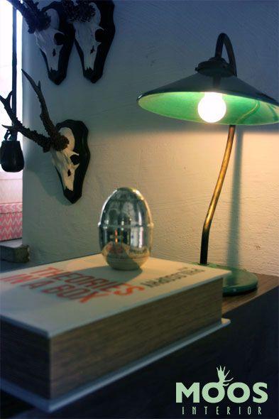 Stilleben från www.moosinterior.se. Denna fantastiska lampa är handgjord från Frankrike. Finns i en mängd färger och modeller. Hör av er för mer info!