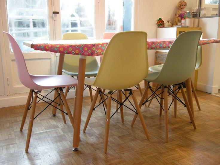 Salle manger boh me color e chaises r pliques eames for Chaise eames replique