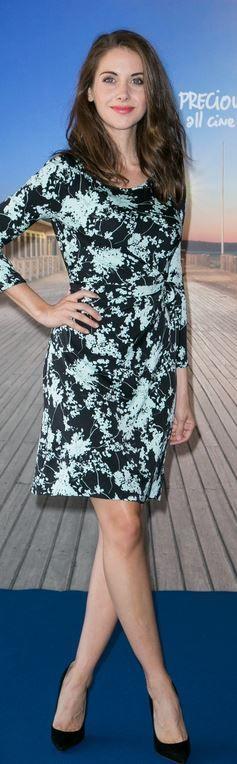 Alison Brie: Dress – Diane von Furstenberg  Shoes – Jimmy Choo