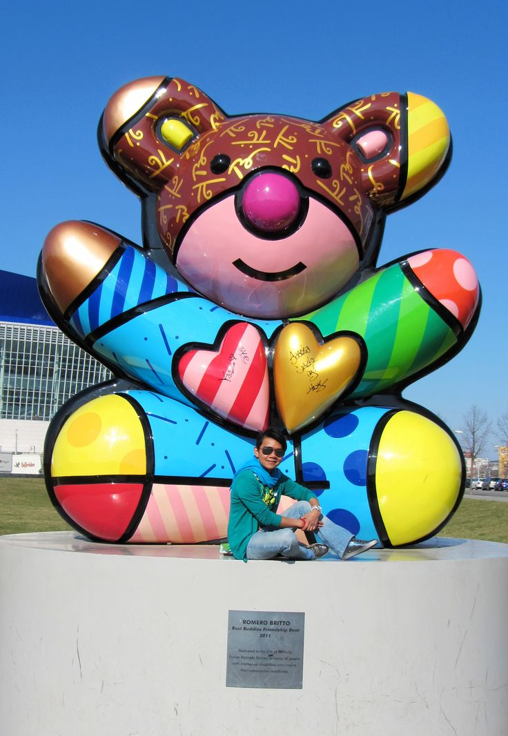 ROMERO BRITTO Best Buddies Friendship Bear 2011 , Dedicated to the city of Berlin by Eunice Kennedy Shriver in honor of people with intellectual disabilities who inspire their communities worldwide . Cuddle Bear?? ❤