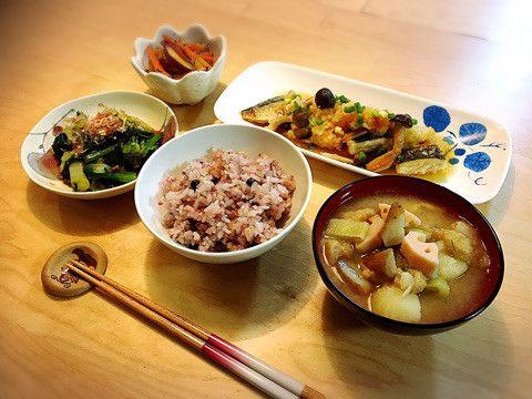 今夜の晩ごはん。和食の献立「一汁三菜」を意識して作りました。一日の終わりをほっこりと。