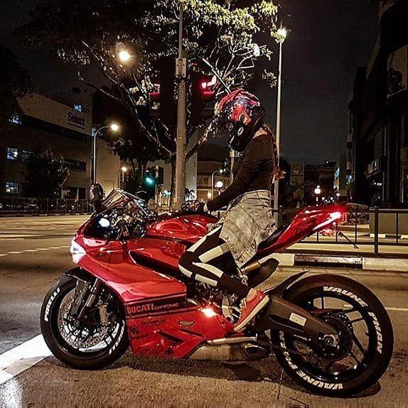 """8,352 Likes, 28 Comments - Ducati Motor Holding (@ducatimotor) on Instagram: """"#Repost @vaunephan #ducatiwomen #ducati #ducatibikes #desmowomen #ducatista #ducatiofinstagram…"""""""
