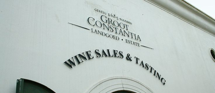 Wine tasting at the oldest vinyard of South Africa: Groot Constantia. Easy to visit from Cape Town.