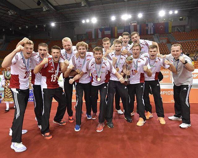 Mistrzowie Europy! Jesteście niesamowici ❤ Wiedziałam od początku! Nie opuściłam ani jednego meczu! Duuuuuma max, chłopaki! Gratulacje 👏🔥 #eurovolleyu20m #ME #teampoland #polishboys #champions #friends #siatkówka #volleyball #plovdiv #photooftheday #win fot. CEV