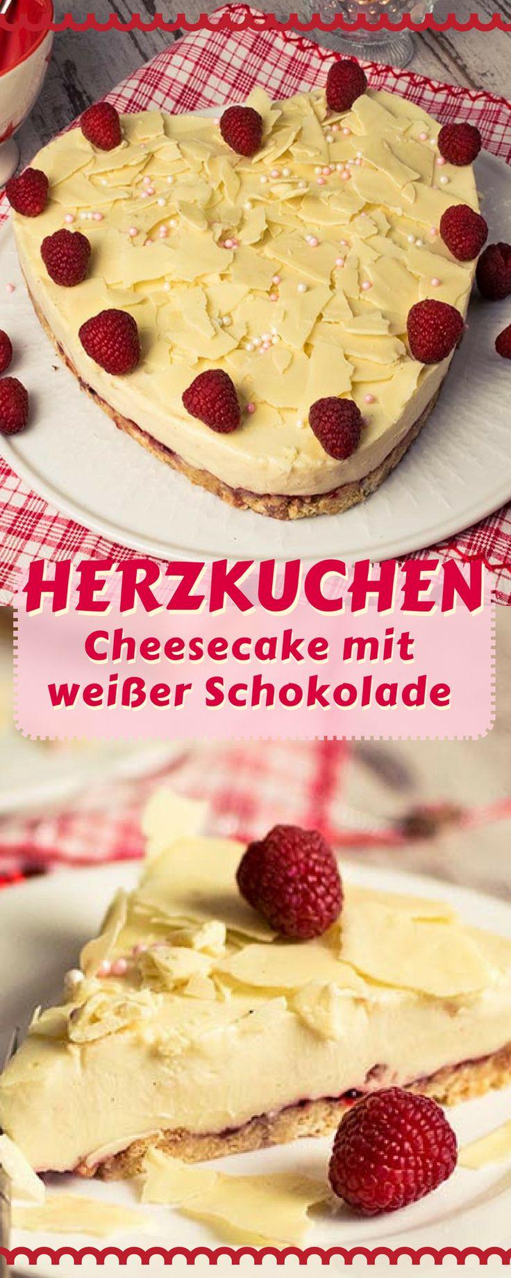 Cheesecake Rezept mit weißer Schokolade und Bröselboden. Eine fruchtige Note erhält der Cheesecake durch eine Schicht Himbeergelee. Die leckere Kuchenidee für Muttertag oder Valentinstag.