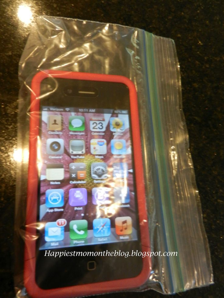 phone in a snack size ziplock baggie for pool/beach