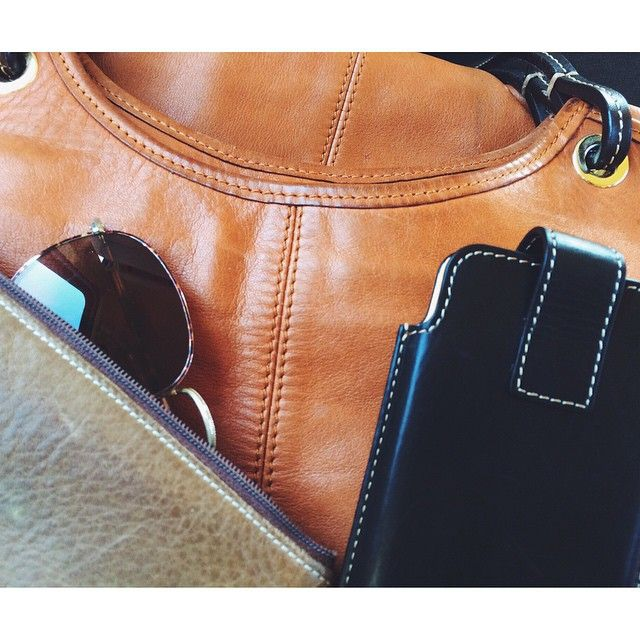 Sundays on the road. Traveling leather goods. The Taleguita