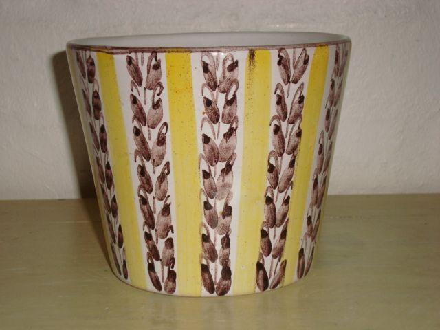 SYBERG KERAMIK flower pot/potteskjuler #klitgaarden #sybergkeramik #larssyberg #danishdesign #danishceramics #danishpottery #danskkeramik #flowerpot #potteskjuler SOLGT/SOLD on www.klitgaarden.net..