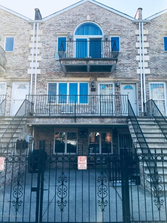 This Condo Includes 2 Bedrooms 3 Bathrooms A Finished Bat With Separate Entrance And Laundry Room
