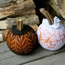 Decorate pumpkins with old Stockings!Ideas, Pumpkin Crafts, Mothers Earth, Pattern Tights, Fall, Halloween Pumpkin, White Lace, Holiday Decor, Seasons Decor