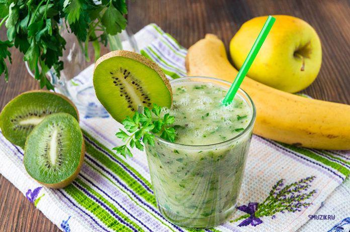 Зелёный смузи с киви, грушей и петрушкой