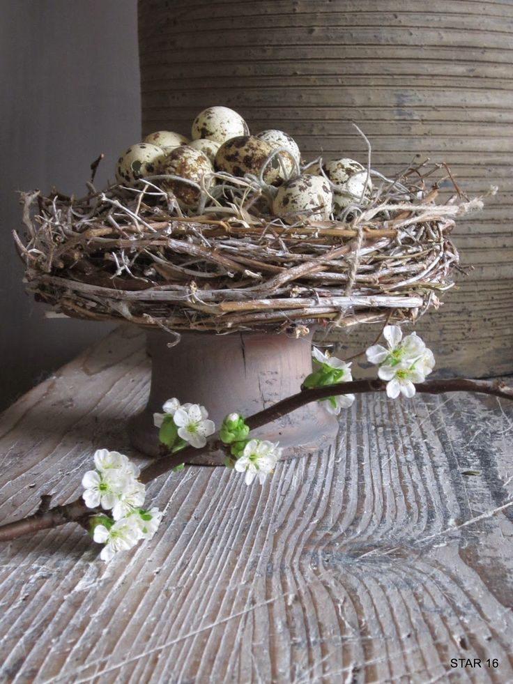 eggs, wreath, pillar