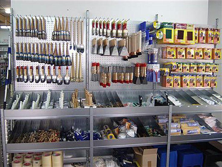 Accessoires in een verfwinkel