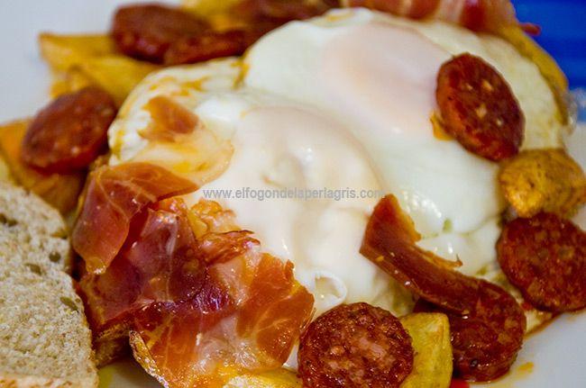 Receta de huevos estrellados . Los huevos estrellados son un plato muy cotizado en restaurantes especializados en chacinas y productos de...