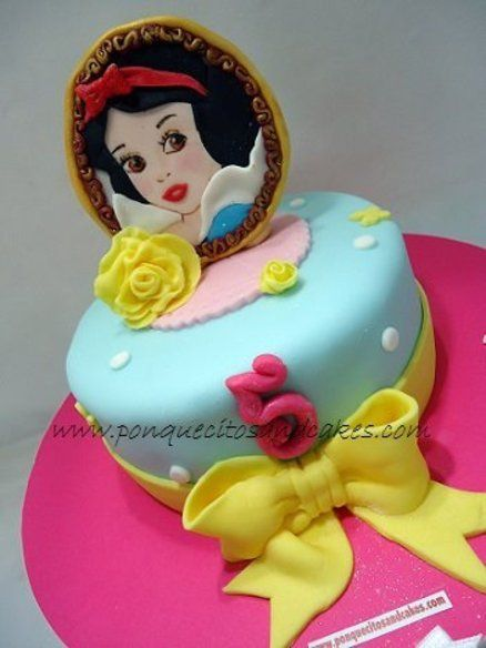 Snow White Birthday Cake-would like this with cinderella
