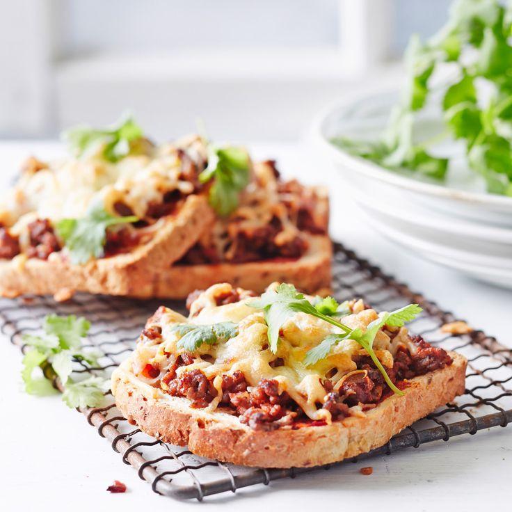 Lämpimät voileivät täytetään tacomausteella ja tacokastikkeella maustetulla jauhelihalla. Texmex-leivät maistuvat koko perheelle.