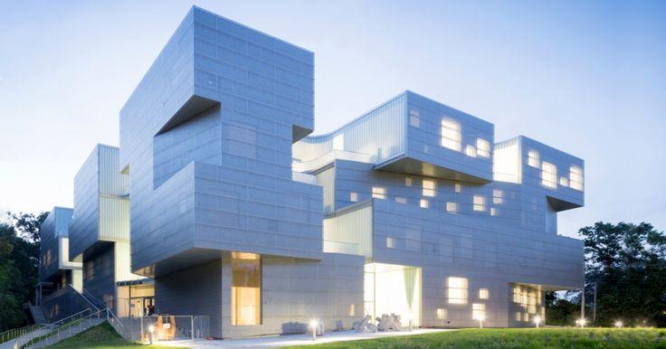 За счет пористой архитектуры Стивен Холл объединил студентов факультета искусств :: Статьи