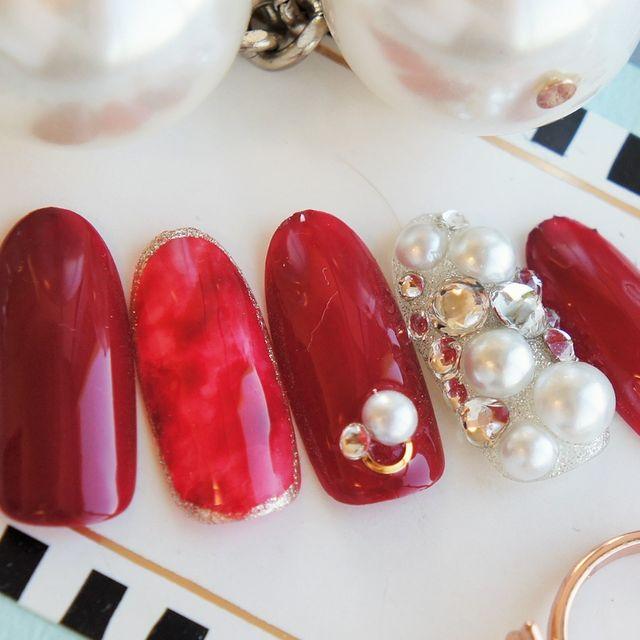 秋冬の定番ネイルデザインも赤系の色に色味を変えれば ワタシら...|MERY [メリー]