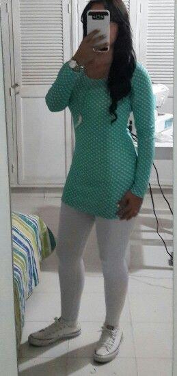Vestido con leggins y tenis converse - outfit casual -