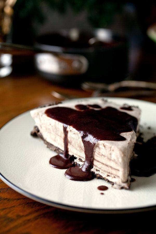 Frozen maple mousse pie with chocolate-maple sauce (Photo: Andrew Scrivani for The New York Times)