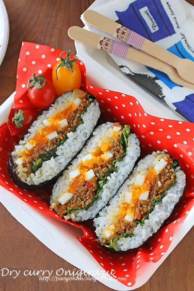 日本人のごはん/お弁当 Japanese meals /Bento 卵とドライカレーのおにぎらず Onigirazu