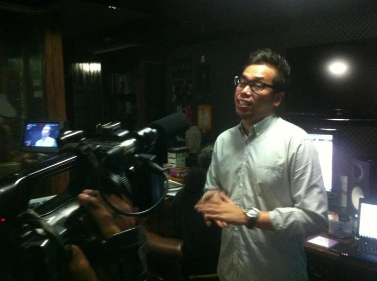 Sammy Simorangkir sedang take vocal untuk KFC Adu Bintang