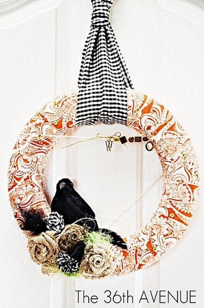 Fabric Fall Wreath. but without the creepy hitchcock bird.Wreaths Tutorials, Ideas, Fall Decor, Fall Projects, Front Doors, Fall Wreaths, Fabrics Wreaths, Halloween Wreaths, Wreath Tutorial