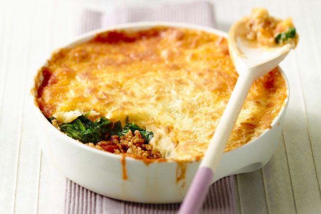 Nog zo'n klassieker uit de Franse keuken: hachis parmentier. Een lekker stevige ovenschotel met vlees, groenten naar keuze en een lekker dikke laag aardappelpuree. En kaas, veel kaas! Smakelijk!