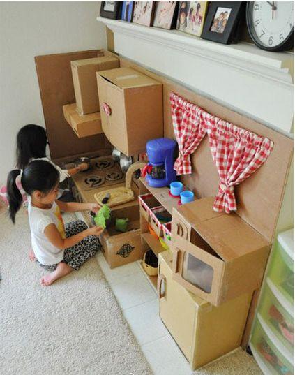 cocinita de juguete de cartón